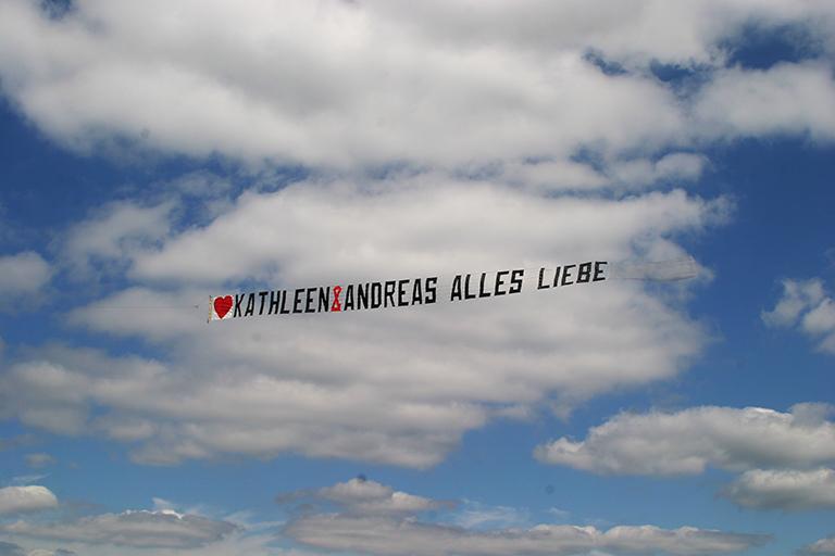 Glückwünsche als Flug-Banner von Bannerfliegen.de
